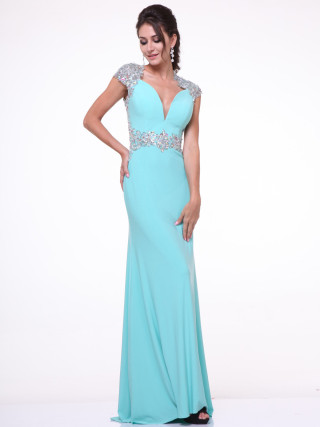 Classy & elegant!!! Wouldn't you wear it for your prom?!