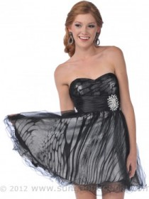 Cute Homecoming Dress $32. Size 4-12 available.
