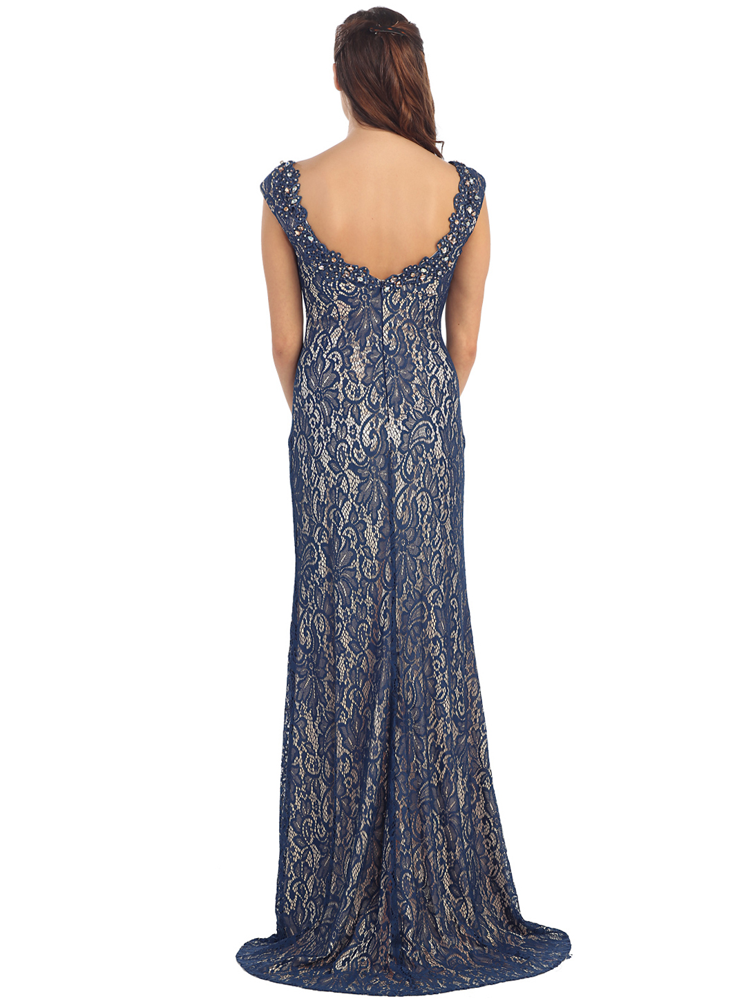 This beautiful lace overlay evening dress features scalloped neck with